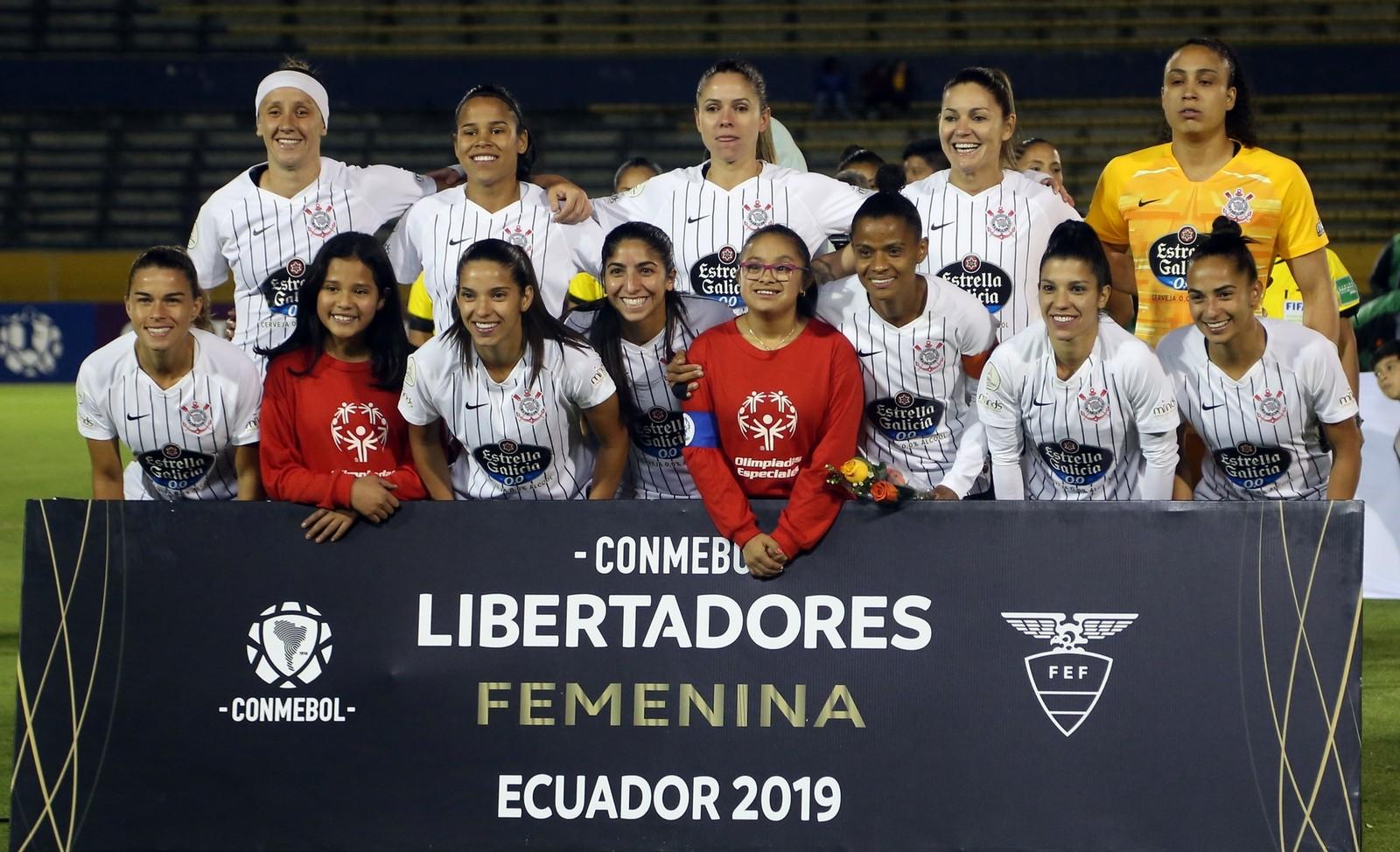 Time titular do Corinthians na final da Libertadores — Foto: Cristina Vega Rhor / AFP