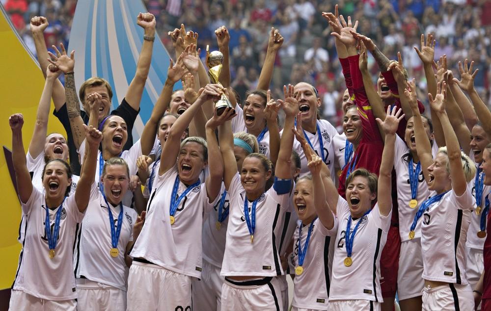 seleção americana foi campeã mundial também em 2015 — Foto: ANDY CLARK / AFP