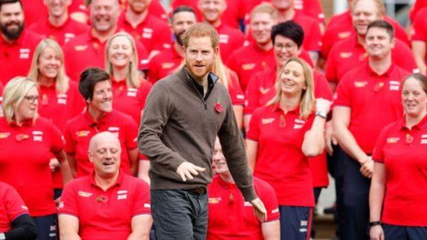 Harry organiza os Jogos Invictus, para ex-membros das Forças Armadas com sequelas físicas