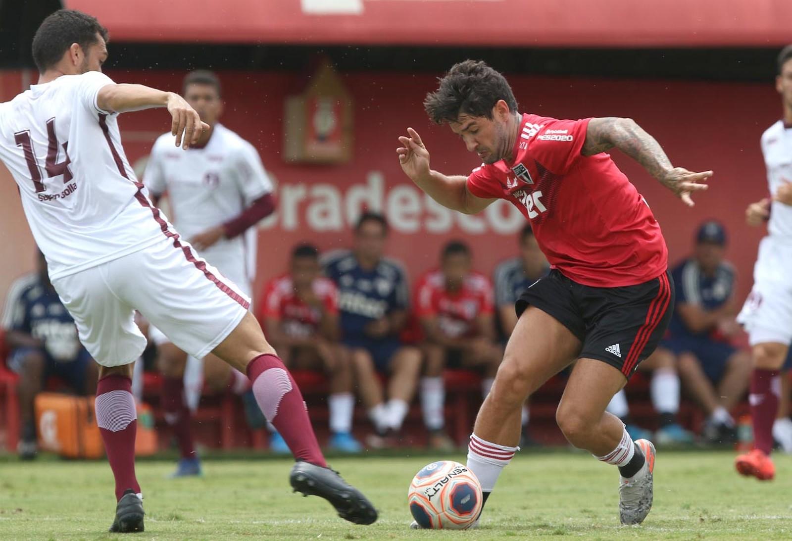 Alexandre Pato durante jogo-treino do São Paulo — Foto: Rubens Chiri / saopaulofc.net