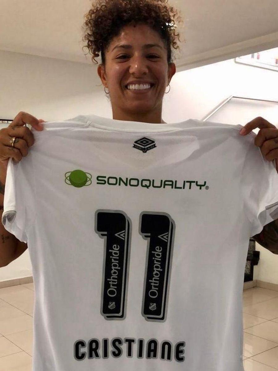 Cristiane com a camisa 11 do Santos — Foto: Divulgação/Santos FC