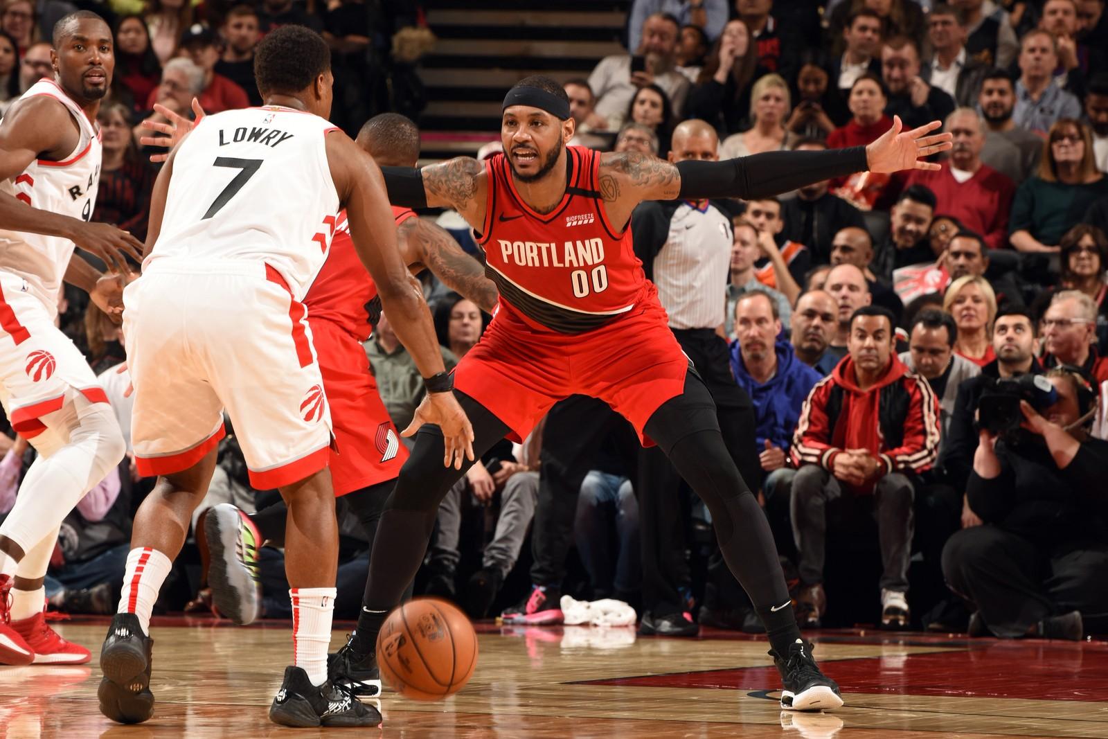 Kyle Lowry e Carmelo Anthony foram os principais destaques em quadra — Foto: Ron Turenne/NBAE via Getty Images