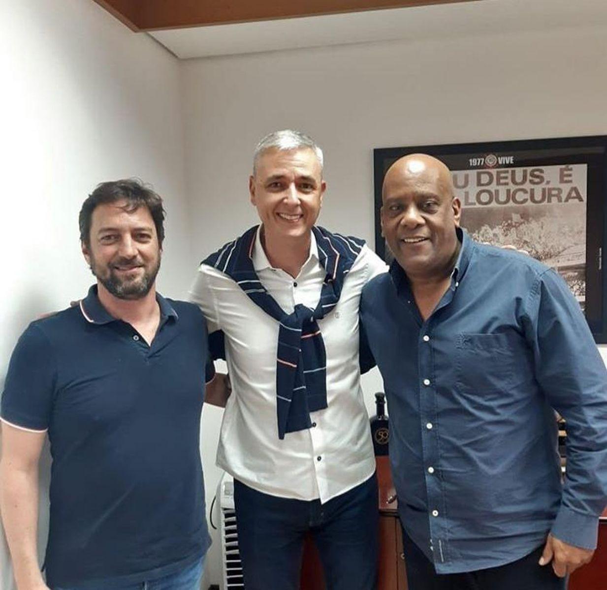 Tiago Nunes com Duílio Monteiro Alves e André Negão em visita ao Corinthians no ano passado — Foto: Reprodução/Instagram