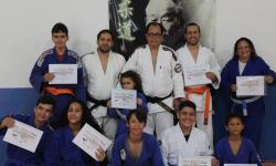 Atletas de judô recebem novas faixas de graduação