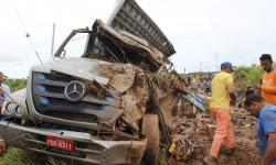 Motorista morre em acidente com carreta carregada na PA-160
