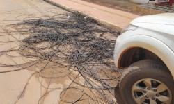 Canaã: após desastre de domingo, fios continuam jogados na rua