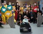 Carrinho elétrico alivia tensão de crianças em hospital