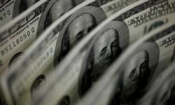 Dólar desacelera e fecha em R$ 5,57 após discussão de PEC ser adiada