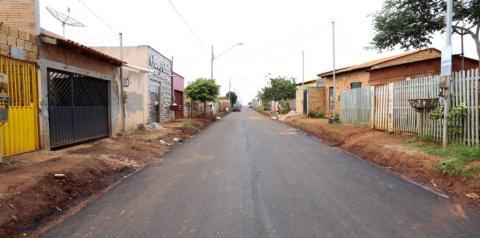 Prefeitura implanta a massa asfáltica no bairro Santa Vitória