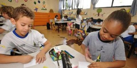Pandemia causa impactos na alfabetização de crianças Pelo PNE,