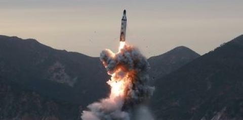 Coreias testam mísseis e ampliam corrida armamentista