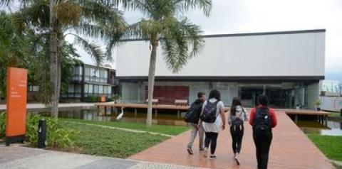 Pesquisa mostra preocupação de estudantes com mercado de trabalho