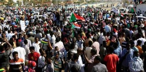 Manifestantes contra golpe no Sudão mantêm-se nas ruas
