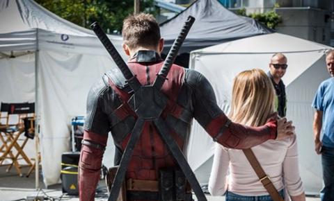 Ryan Reynolds recebe crianças com câncer em set de Deadpool 2