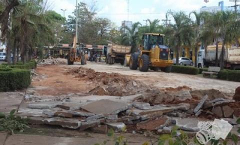 Secretária de Obras dá início a construção de um novo estacionamento