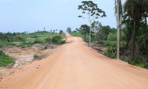 Prefeitura de Canaã conclui reparos em trecho da estrada do Posto 70