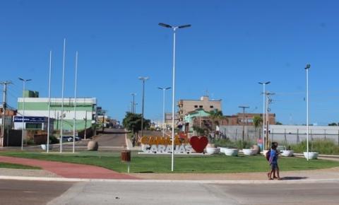 Construção de passarela ao redor de rotatória na avenida Weyne Cavalcante aumenta a segurança de pedestres e motoristas