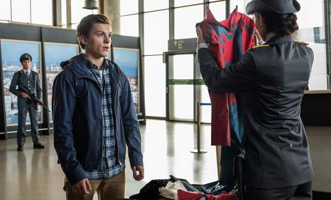 'Homem-Aranha: Longe de Casa' bate 'Predadores Assassinos' e 'Stuber' e segue líder de bilheteria nos EUA