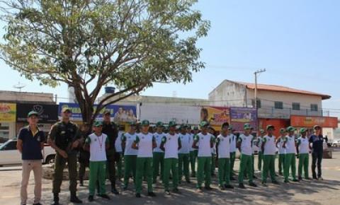 Alunos do Colégio Militar realizam panfletagem para divulgar número do Disque Denuncia