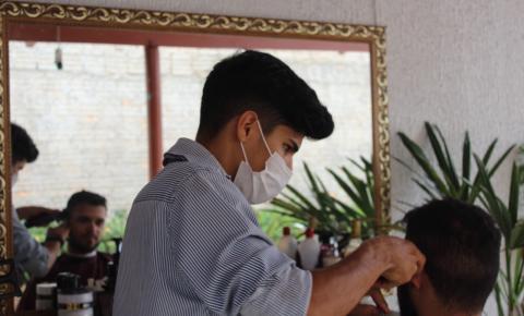 No Dia Nacional do Barbeiro, profissional fala sobre o ofício ''me sinto realizado''