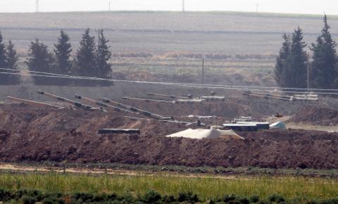 EUA retiram tropas perto de fronteira turca; Erdogan fala em ofensiva na Síria a qualquer momento