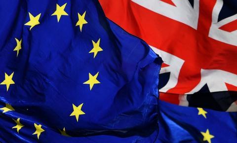 Parlamento europeu aprova medidas para proteger estudantes em caso de Brexit sem acordo