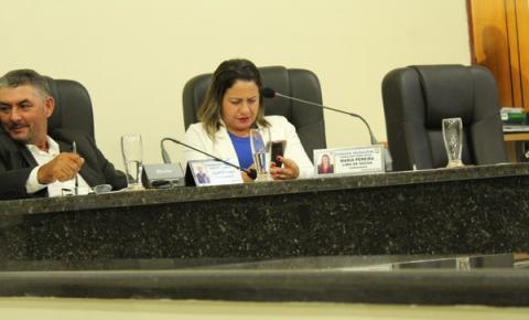 Vereadora Maria Pereira é flagrada no celular em plena sessão ordinária