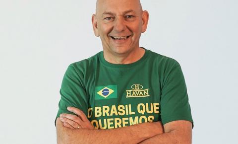 Lula processa dono da Havan por faixa que chama petista de 'cachaceiro'