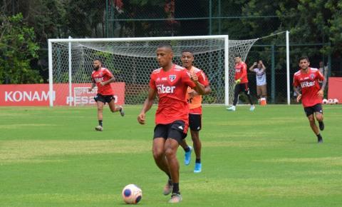 Bruno Alves tem trauma no pé direito e é dúvida no São Paulo para jogo contra o Santo André