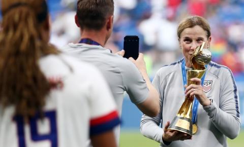 Indicada ao Laureus com os EUA, Jill Ellis diz que seleção foi mais do que futebol: