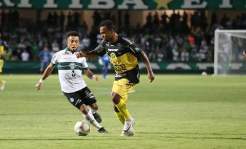 Magno Ribeiro é destaque atuando com a camisa do Cascavel no Campeonato Paranaense