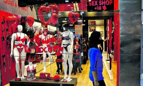 Comerciantes esperam pelas vendas do Dia dos Namorados.