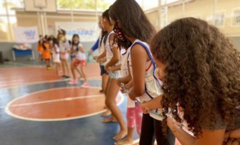 Crianças e adolescentes participam de Colônia de Férias