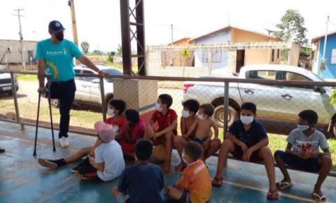 Campeão olímpico Lars Grael visita alunos de projeto no Pará