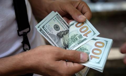 Dólar sobe para R$ 5,42 e fecha no maior nível desde maio