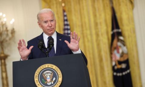 Biden tenta afastar críticas sobre saída dos EUA do Afeganistão