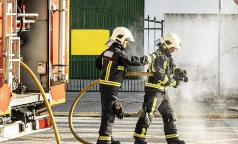 Churrascaria pega fogo próximo a posto de combustíveis