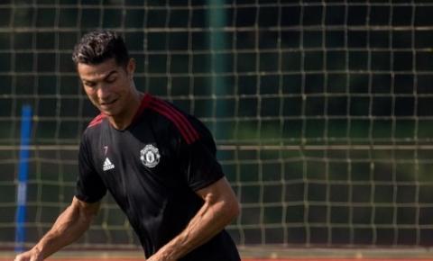 Cristiano Ronaldo chega para segundo treino no Manchester United em carro avaliado em R$ 1,2 bilhão