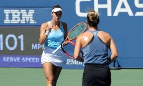 Luisa Stefani vai à semifinal do US Open nas duplas e faz história