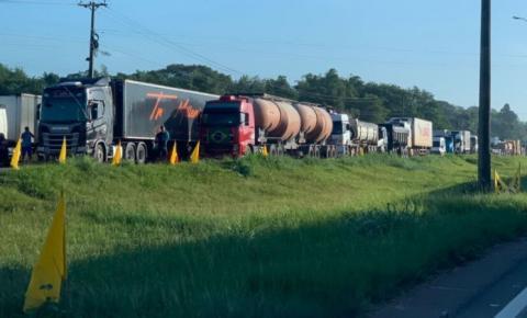 Caminhoneiros seguem com bloqueios no Pará;