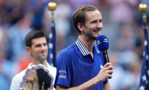 Daniil Medvedev garante vaga no ATP Finals após vencer