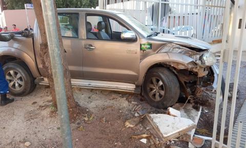Após colisão, caminhonete invade restaurante em Canaã dos Carajás