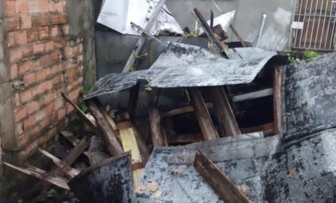Casa desaba após forte chuva em Belém