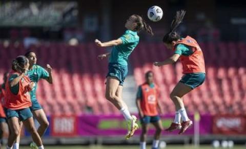 Com seleção feminina completa, Pia comanda 1º treino na Austrália